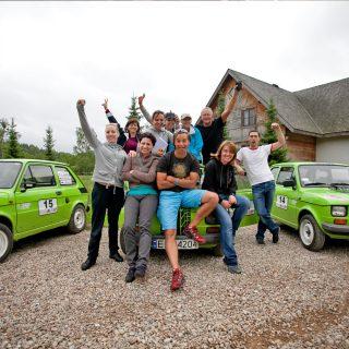 Fiat 126p - zadowolony zespół - wyjazdy integracyjne dla firm